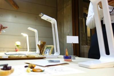 iPhoneでスキャンする照明スタンド。SNAPLITEはScanの壁を超える